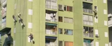 Trabajos de pintura en el complejo urbano Soldati