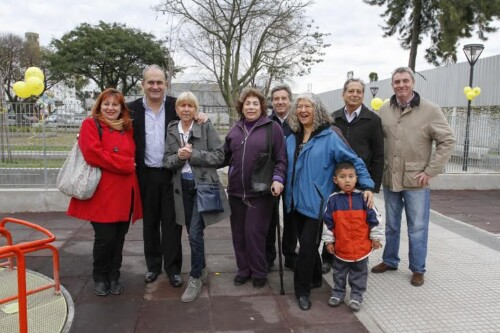 Vecinos y funcionarios en la plaza de Piedrabuena y Saraza